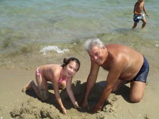Toshka Ivanova | С дядо винаги е весело на плажа | 114 харесвания